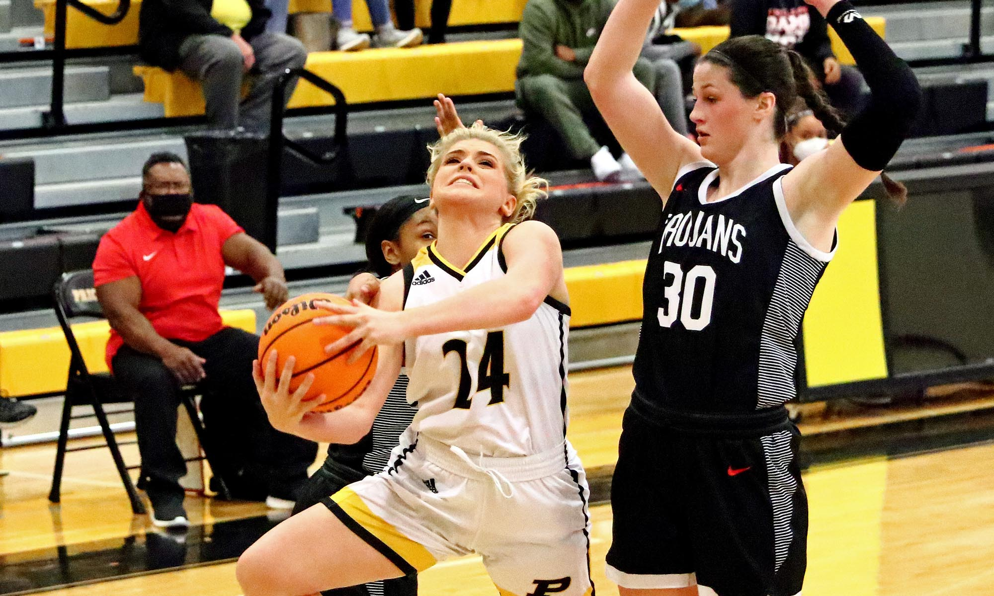 Walker's career-high 31 not enough as Lady Bulldogs fall to Muscle Shoals 65-57